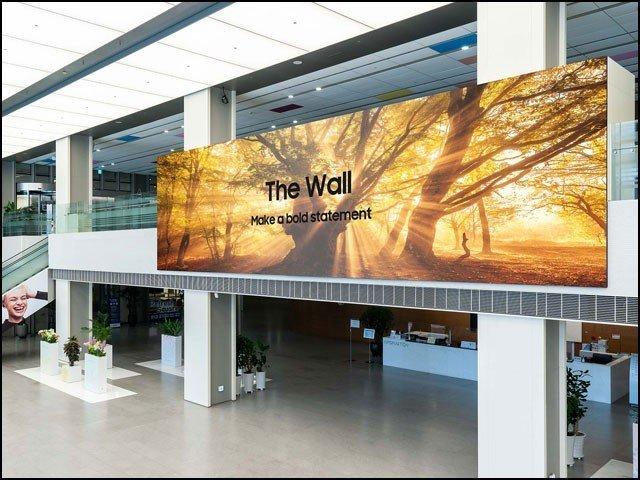 یہ ایل ای ڈی ٹیلی ویژن جدید ترین ''دی وال'' ٹیکنالوجی کا شاہکار ہے جسے سام سنگ کے ماہرین نے ایجاد کیا ہے۔ (تصاویر: سام سنگ)