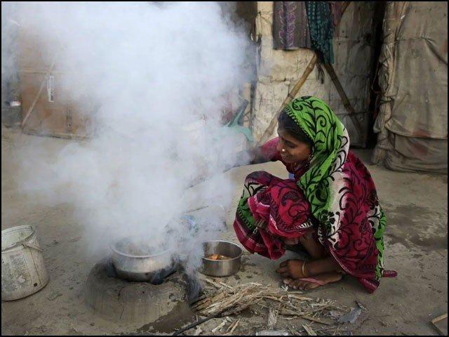 بھارت میں اب تک غریبوں کو وہاں بدترین آلودگی کا ذمہ دار قرار دیا جاتا رہا ہے لیکن نئی تحقیق نے اس سے بالکل اُلٹ انکشاف کیا ہے۔ (فوٹو: انٹرنیٹ)